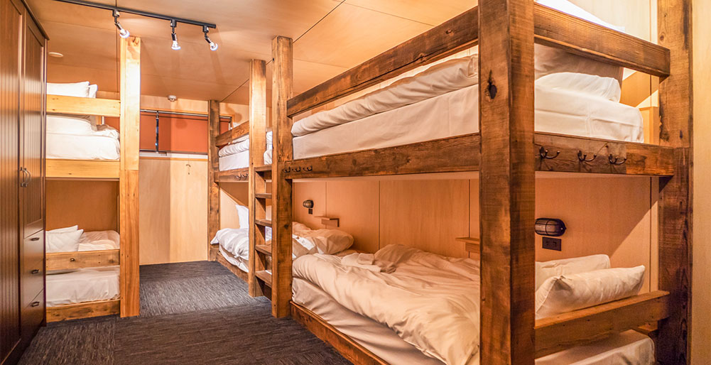 Momiji Lodge - The Bunker with kids decked beds