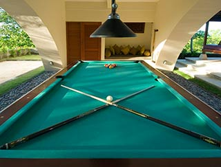 Indah Manis - Pool table