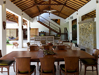 Villa Maharaj - Dining & living area