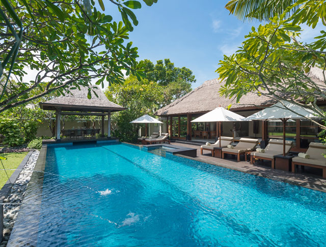 Villa Ramadewa - The pool and bale