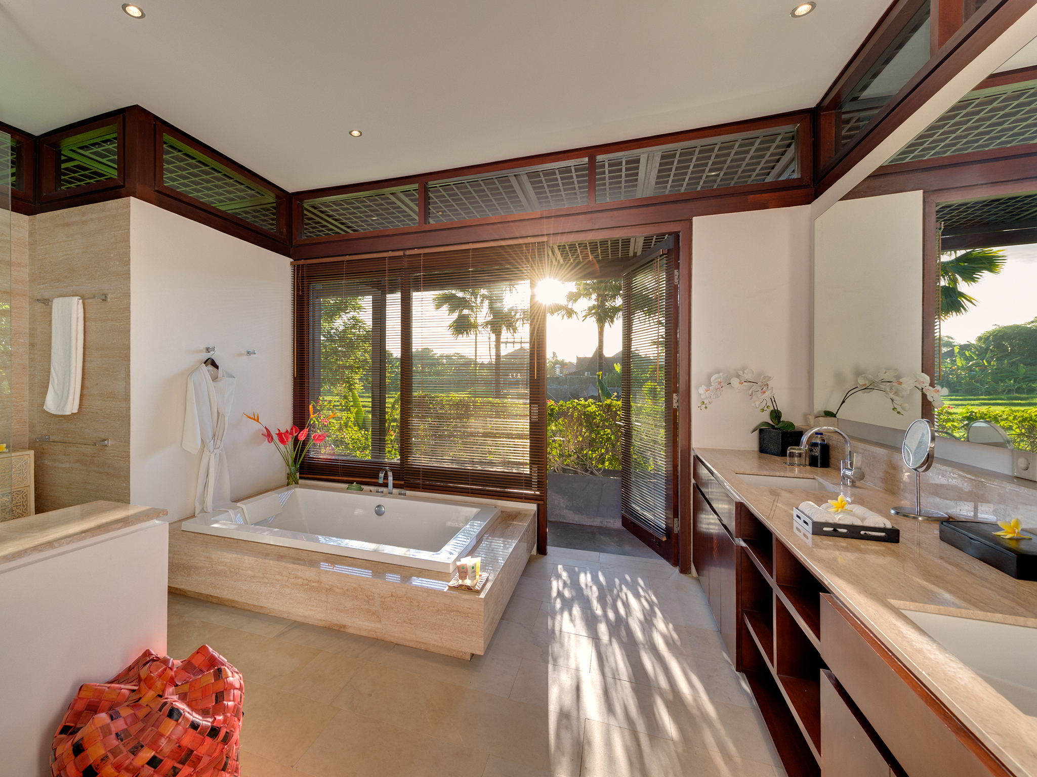 Bendega Nui - Ensuite bathroom with view - Bendega Nui, Canggu, Bali