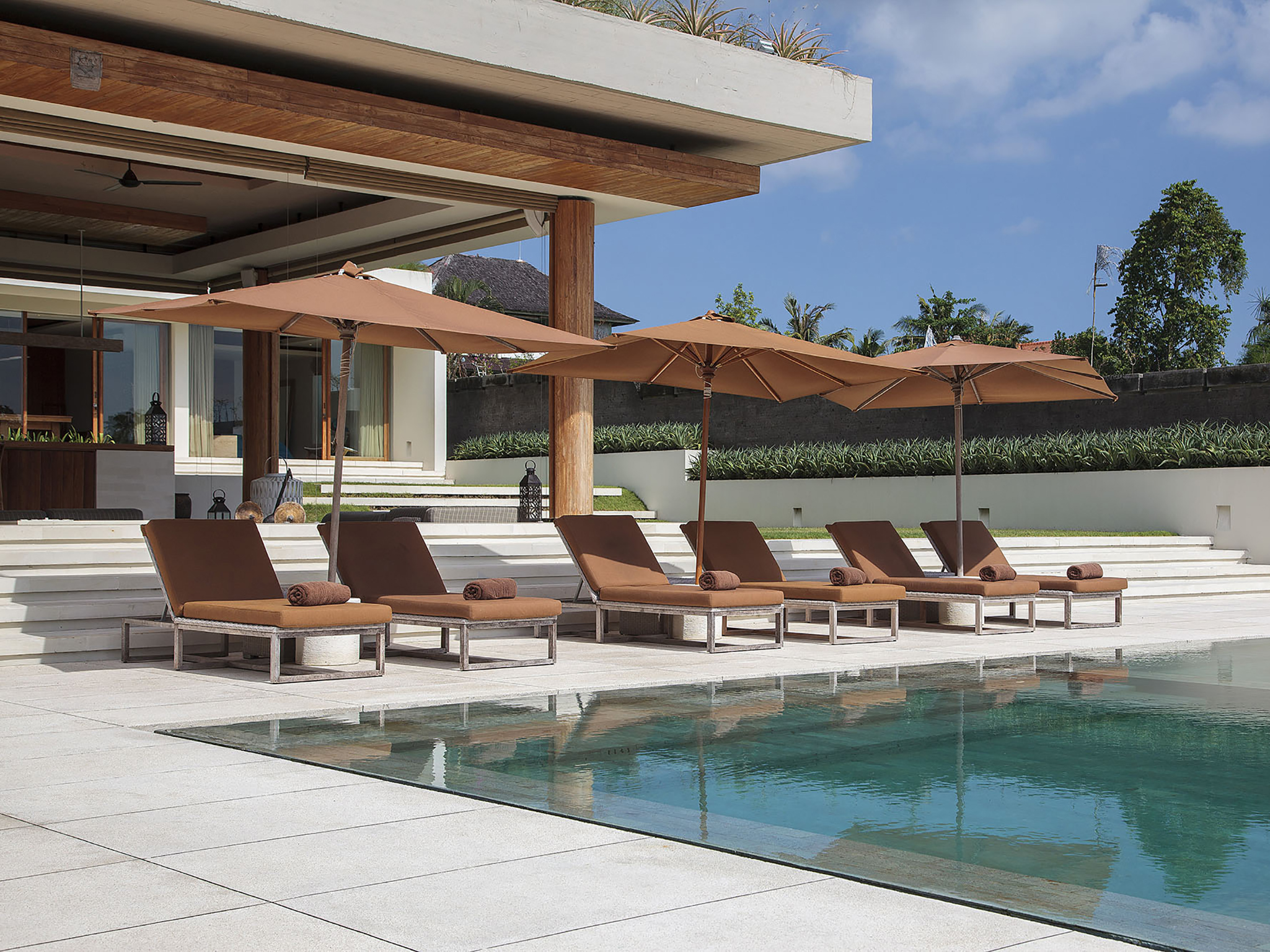 The Iman Villa - Sun loungers by the pool - The Iman Villa, Canggu, Bali