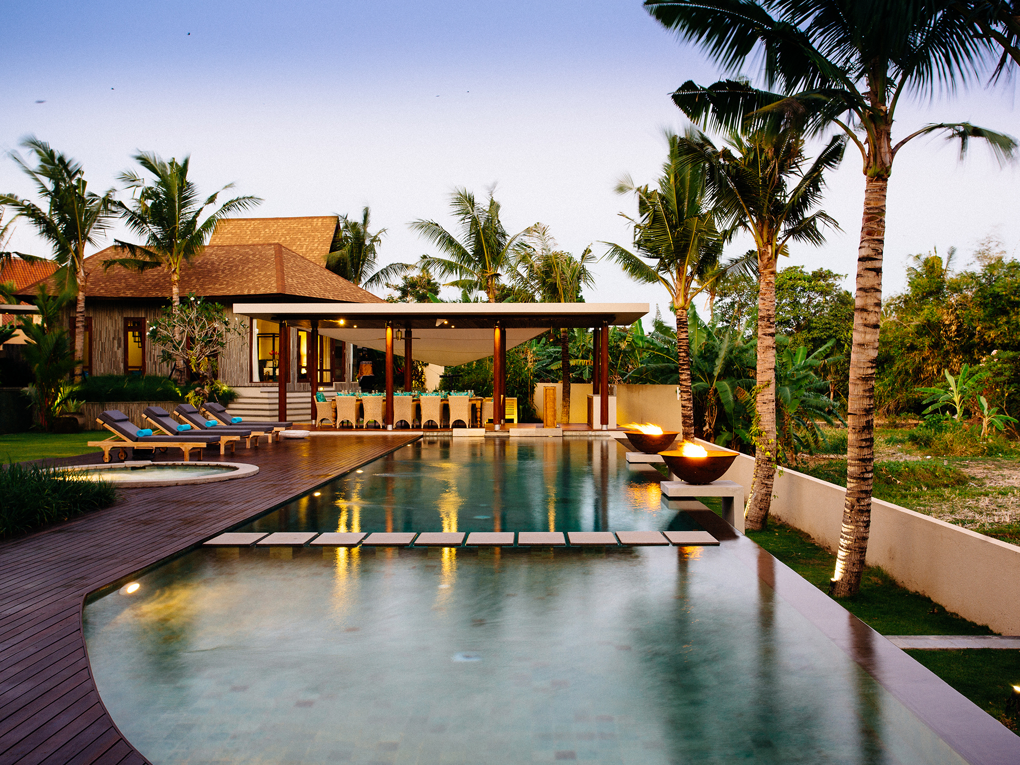 Villa Umah Daun - Pool and outdoor dining at dusk - Umah Daun, ,