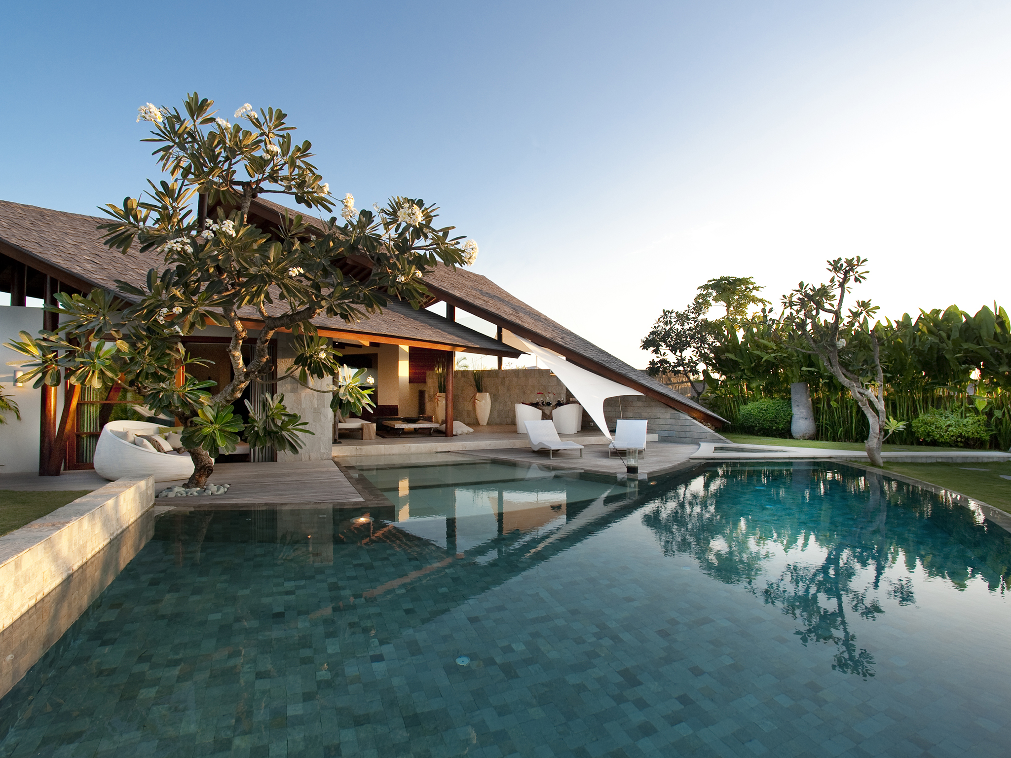 The Layar - 3 bedroom - Sunrise over the pool - The Layar - Villa 16 (3BR), Seminyak, Bali