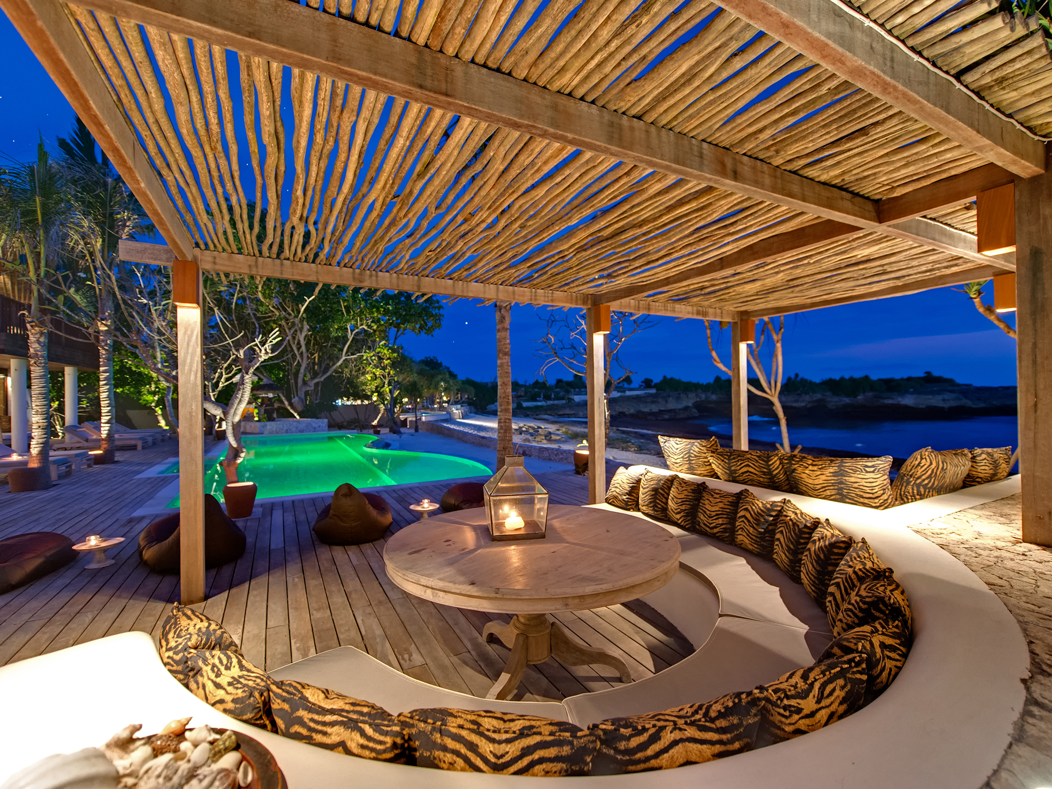 Villa Voyage - Alfresco dining at night - Villa Voyage, Nusa Lembongan, Bali